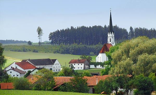 St. Johannes der Täufer Aspertsham, Aspertsham Dorf