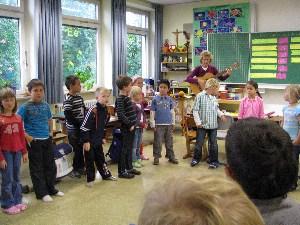 Bild: Kinder singen