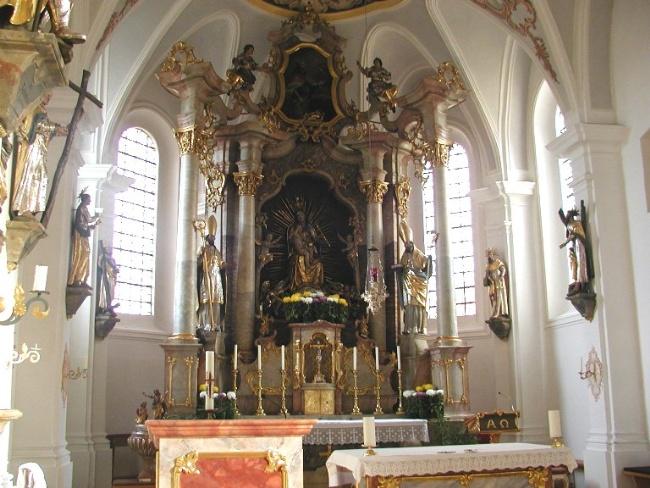 Altarraum Pfarrkirche Forstinning