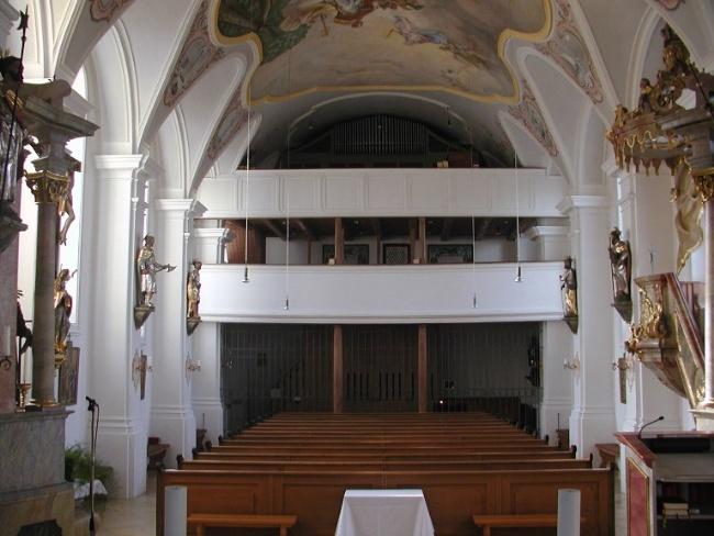 Pfarrkirche Forstinning innen - Blick auf Orgelempore