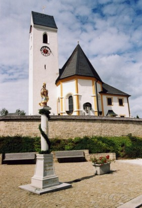 Kirche St. Georg Großholzhausen Außenansicht