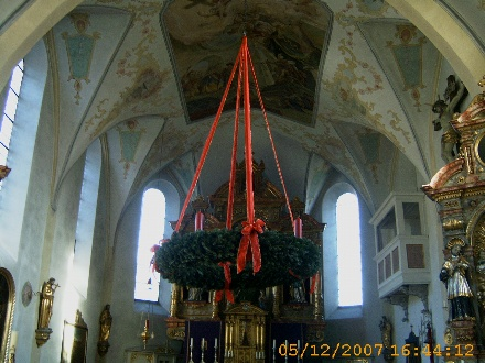 Adventkranz in der Pfarrkirche