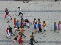 Kinder im Labyrinth