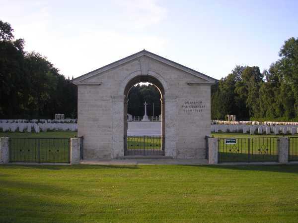 Tor zum Friedhof