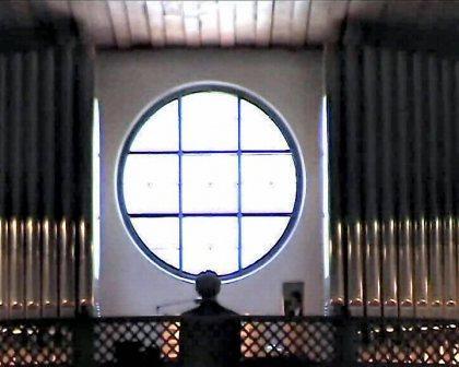 Orgel mit Organist