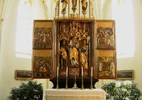 Der Hochaltar von Sankt Florian beschreibt die Legende des heiligen Florian