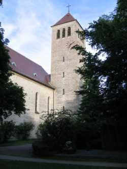 St. Konrad Kirche Hochformat