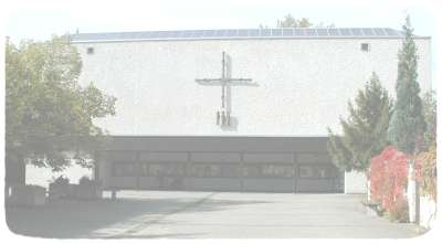 Pfarrkirche Verklaerung Christi vom Kirchhof aus gesehen