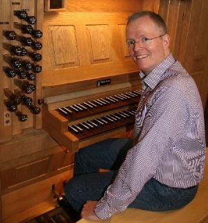Thomas Rothfuß an der Orgel von St. Stephan