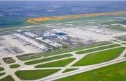 3. Start- und Landebahn Münchner Flughafen im Erdinger Moos
