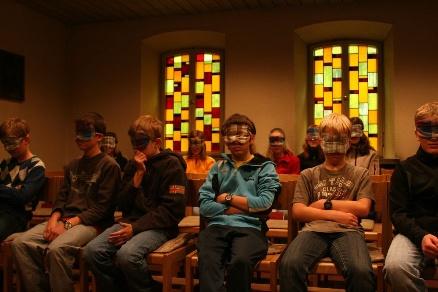 Blind date in der Kirche
