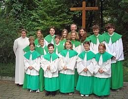 Gruppenbild mit neuen Ministranten in St. Otto