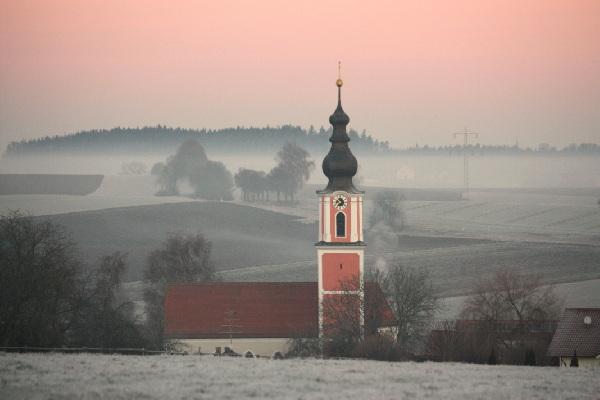 2012 Kirche Herbst rot