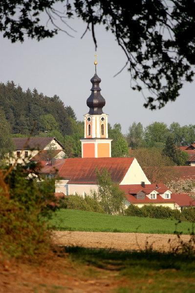 2012 Kirche vom Binaholz her