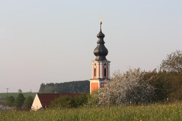 2012 Kirche von Lohmeier Berg her