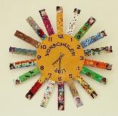 Uhr von Kindern gestaltet
