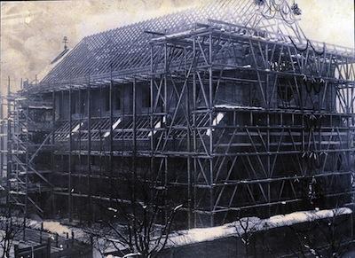 Kirchenbau-mit-Geruest-400px