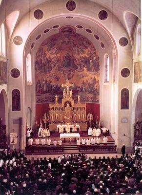 Kircheninnenraum-farbig-400px