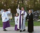Gräbersegnung an Allerheiligen im Ottobrunner Parkfriedhof