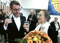 Pfarrer Wahlmüller beglückwünscht Barbara Klose