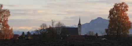 Herbstlandschaft mit Kirche St. Johann Baptist Petting