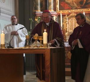 Eucharistiefeier_B300xH272