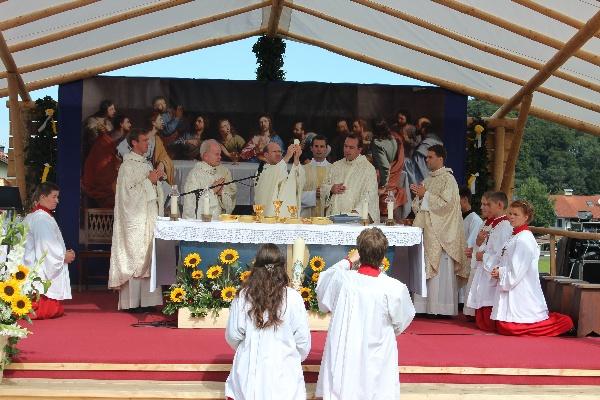 Der Primiziant bei seiner ersten Heiligen Wandlung