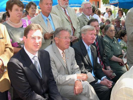 Die Vertreter der Politik: Landrat Martin Bayerstorfer, Altlandrat Xaver Bauer, Staatsminister Hans Zehetmair und Bürgermeister Hans Wiesmaier.