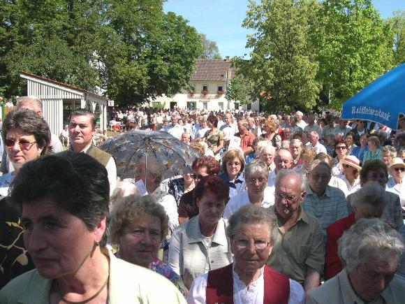 An die 2000 Besucher kamen zu dem Ereignis nach Maria Thalheim.