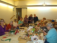 Frauenkreis bastelt für Adventsbasar