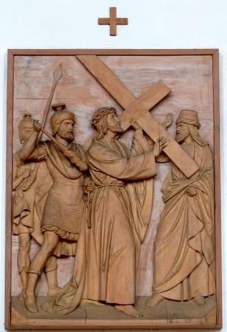 2. Station - Jesus nimmt das Kreuz auf seine Schultern Pfarrkirche Palling