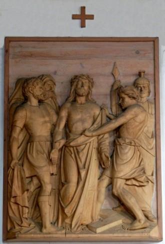 10. Station:<br/>Jesus wird seiner Kleider beraubt Pfarrkirche Palling