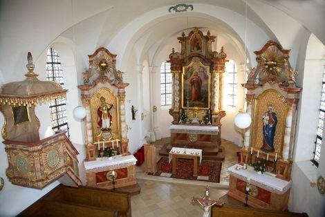 Kirchenraum, Altäre