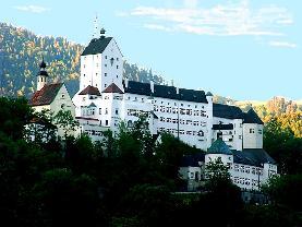 Schloss<br/>Sr. Eva Maria