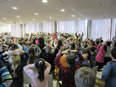 Von multireligiöser Andacht bis zur Eucharistiefeier - Spirituelle Angebote an der Prinzregentenschule (GS) Rosenheim