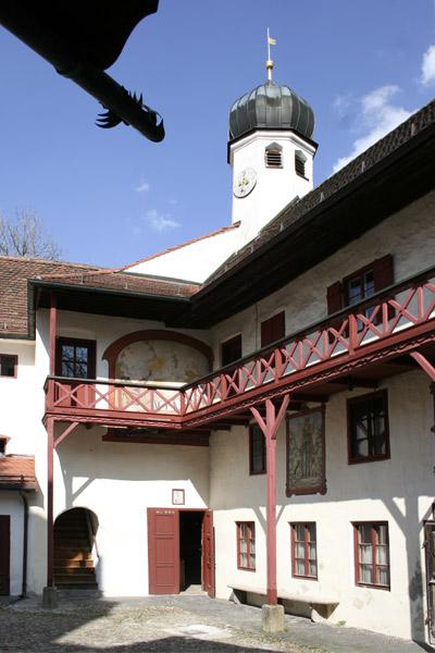 Elkofen, Burghof