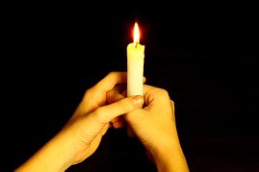 Kerze in 2 Händen