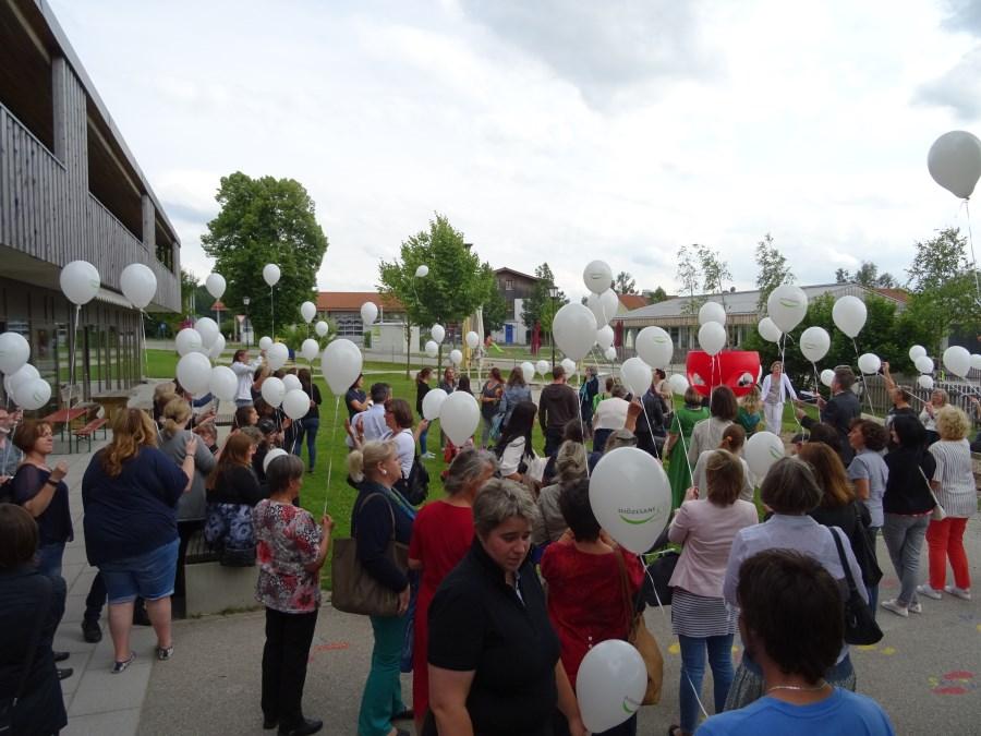 Abschlussfest Grosshelfendorf 2016<br/>Luftballonaktion