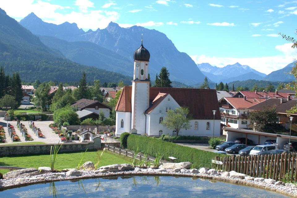 Pfarrkirche St. Jakob Wallgau mit Teich