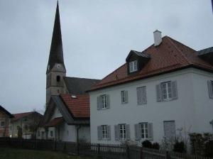 Kirche mit Pfarrh
