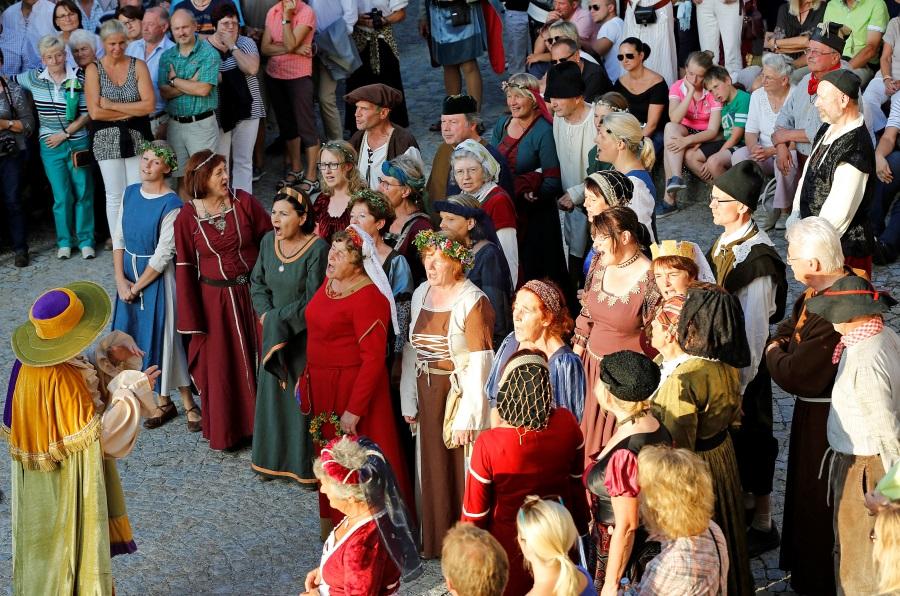 Chor beim Historienspiel