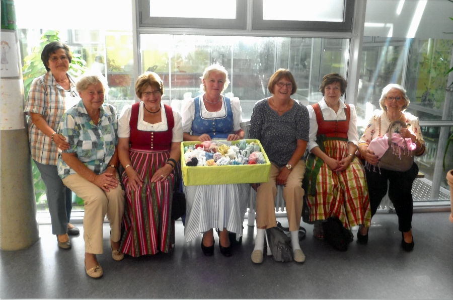 Frauenbund Agatharied Kinderschuhabgabe
