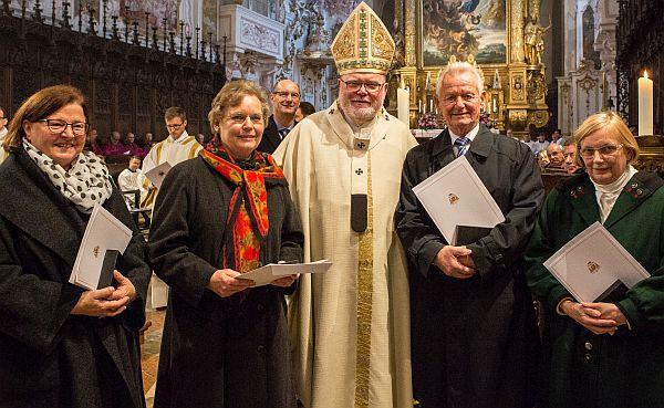 Kardinal Marx mit Edeltraud Krebs, Edda Maria Eder, Peter Benthues, Gabriele Stemmer.
