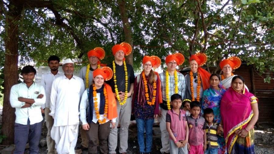 Dorfbesuche im Bundesstaat Maharashtra und Austausch mit Bewohnern.