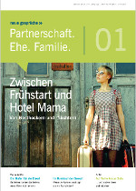 Cover Junge Frau mit Koffer