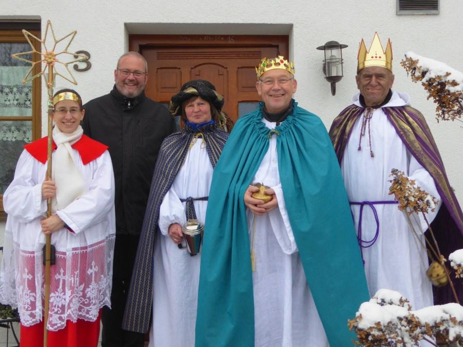 Erwachsenen-Sternsingergruppe mit Diakon Paul März aus Scheyern