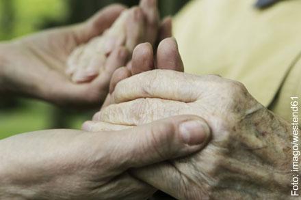 Hände werden gehalten