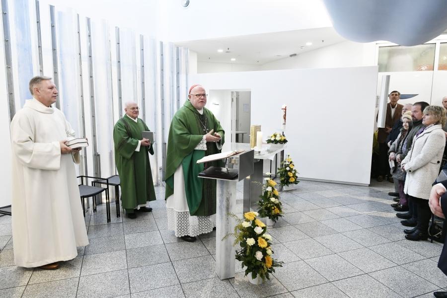 Kardinal Marx feiert Gottesdienst in der Christophorus-Kapelle im Münchner Flughafen