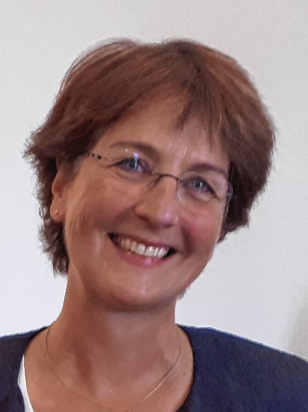 Dr. Gabriela Grunden