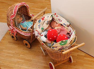 zwei Puppenwagen beim Offenen Treff im Haus Dorothee